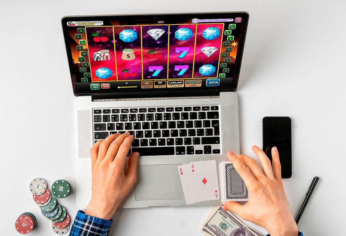 What do you need to know about online casinos to play safely?